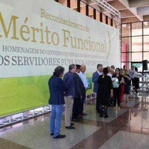Entrega do mérito funcional aos servidores publicos aposentados